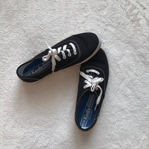 Keds black and white shoes size 6